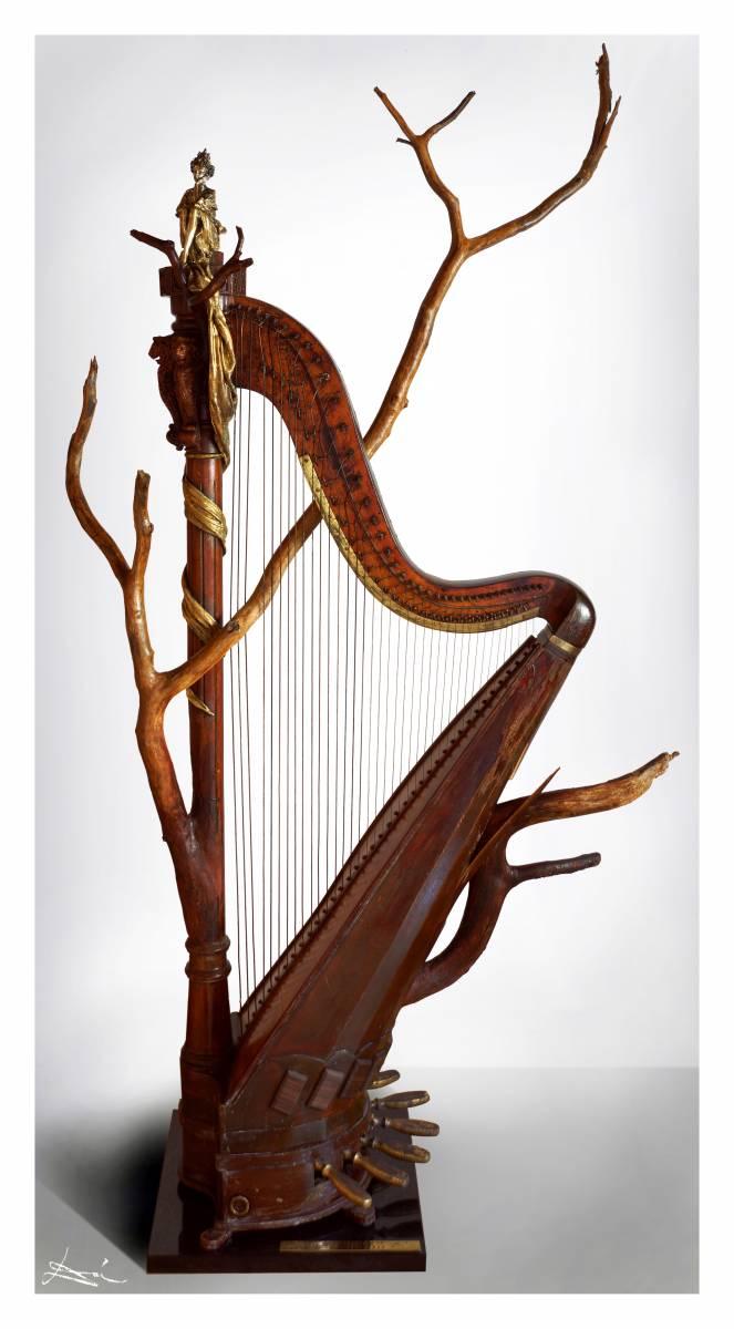'DYING HARP AFTER DREAMING OF A MUSICAL PIECE IN GIS-MINOR' von MUSICA Daisuke Schneider