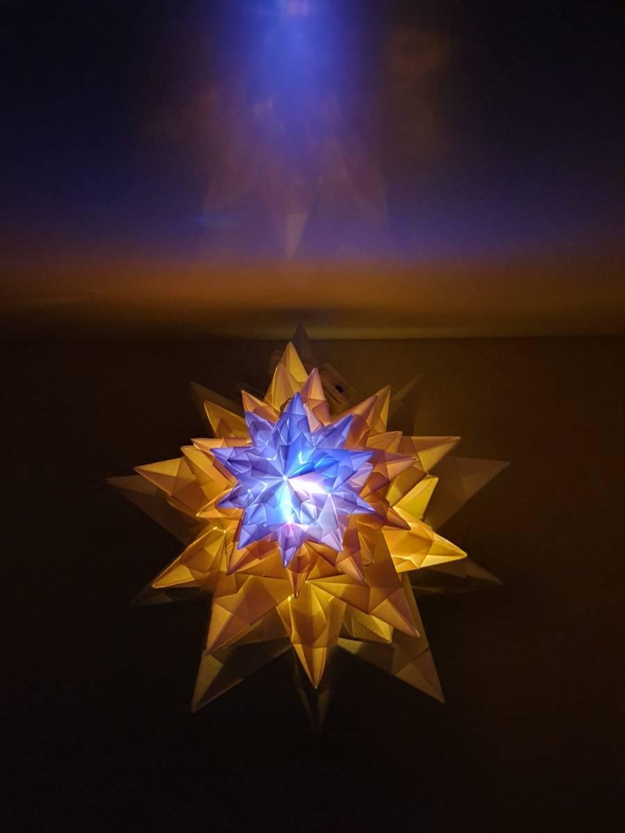 'Tannenbaum aus Leuchtsternen. Farbwechsel' von spirit