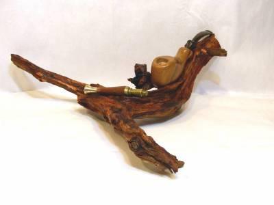 Holzskulptur mit Olivenholzpfeife und Pfeifenstopfer antik